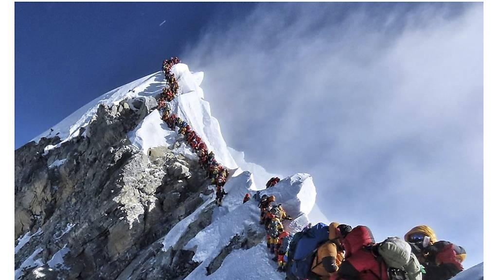 Mount Everest ist jetzt offiziell 86 Zentimeter höher