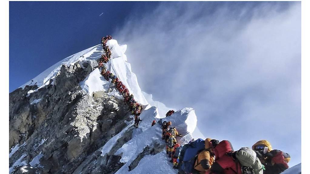 Der Mount Everest ist nun offiziell 86 Zentimeter höher als bisher gemeinhin angenommen.