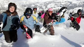 Um im Schneesportlager Spuren durch den Tiefschnee ziehen zu können, braucht es finanzielle Beiträge sowie ausgebildete Leiter. Keystone