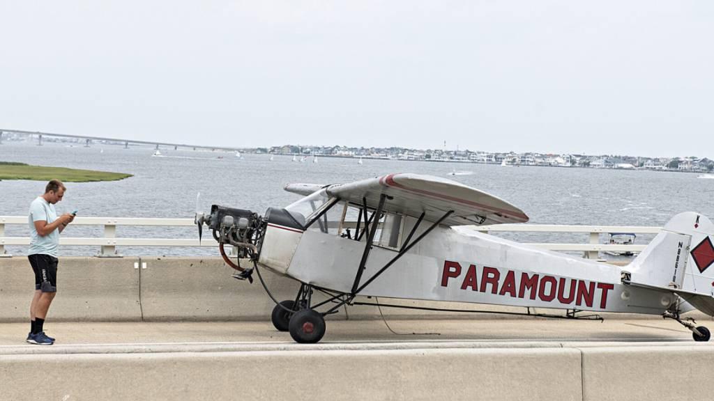 Kleinflugzeug in New Jersey landet auf Schnellstrasse not