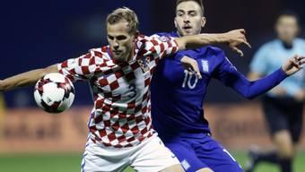 Griechenlands Kostas Fortounis (rechts) hat das Nachsehen gegen Kroatiens Ivan Strinic - eine Szene mit Symbolcharakter für das Hinspiel zwischen den beiden Teams in den WM-Playoffs