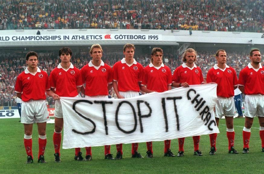 Stopp die Atomversuche, forderten die Schweizer Nati-Spieler 1995. (Keystone/Karl Mathis)