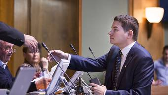 Der Fraktionschef der Walliser SVP, Grégory Logean, ist mit dem Antrag für eine Verschiebung der Vereidigung der neuen Regierung im Kantonsparlament gescheitert.  (Archiv)