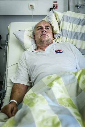 Er ist für längere Zeit arbeitsunfähig: Der Lenzburger Badmeister André Schoch im Zimmer 208 des Kantonsspitals.