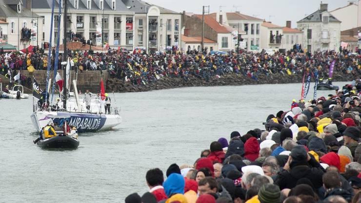Normalerweise verabschieden wie hier 2012 Zehntausende die Seglerinnen und Segler im Hafen von Les Sables-d'Olonne.