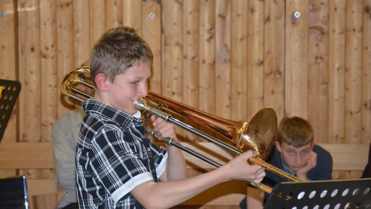 Michael Anderegg, erster Posaune-mCheck-Teilnehmer der Musikschule Eigenamt, spielt sein Pflichtstück «Curtain Raiser» von Carol Barratt.