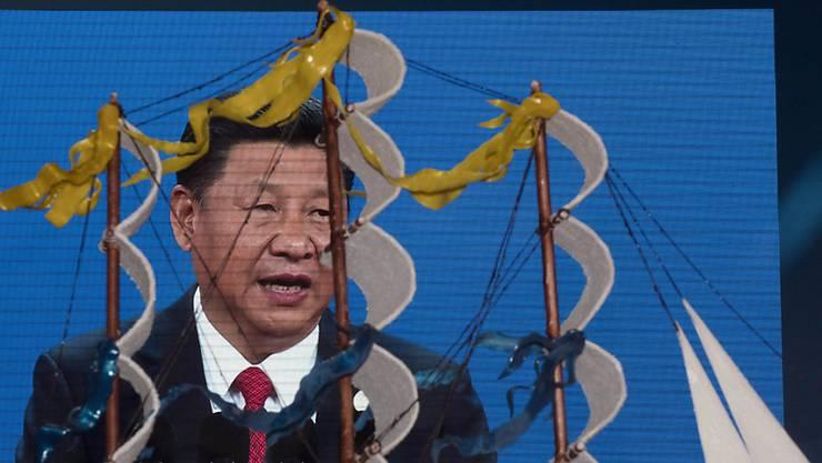"""Chinas Präsident Xi Jinping bei der Eröffnung des """"Seidenstrassen""""-Gipfels. Eine gemeinsame Erklärung der Gipfelteilnehmer wird von den EU-Staaten offenbar abgelehnt."""