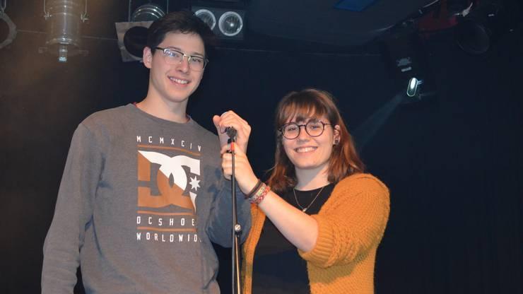 Philipp Aranya und Anja Richner unterhalten das Publikum mit Poetry Slam.