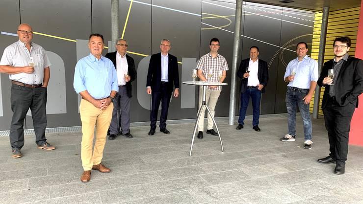 Grossratskandidaten des Bezirks Aarau zusammen mit dem Kantonalparteipräsidenten Nationalrat Andres Glarner