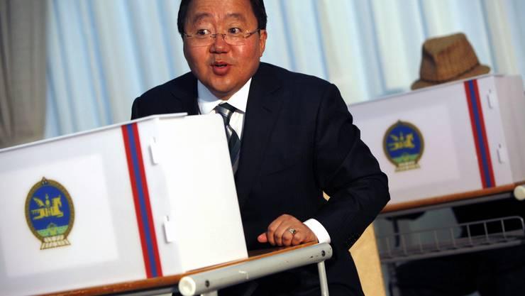 Mongolischer Präsident Tsakhia Elbegdorj wird knapp wiedergewählt