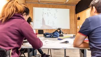 Blick in das Jugendprogramm der Regiomech: Hier werden die jungen Menschen mit Migrationshintergrund auf eine Lehrstelle in der Schweiz vorbereitet. Bild: Christian Tschui