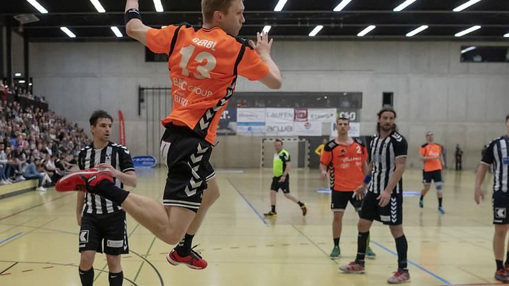 Max Gerbl, der Nationalspieler im Dress der Kadetten Schaffhausen, erzielte im NLA-Spitzenspiel in Kriens jenes Tor, das versehentlich nicht gezählt wurde