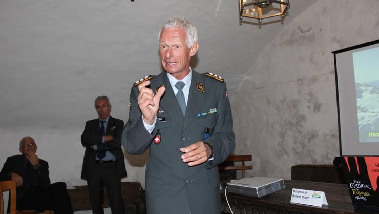 Luftwaffenchef Markus Gygax während seinem Referat in Oensingen. Foto: Andreas Toggweiler