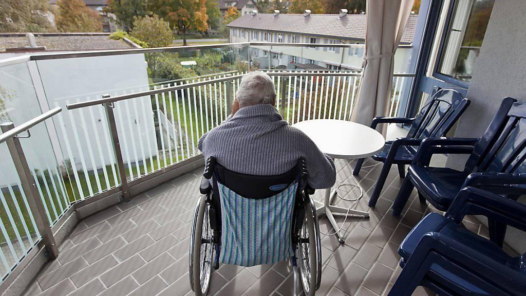 Der grösste Risikofaktor für eine Demenz ist das Alter - da die Lebenserwartung in der Schweiz weiter steigt, rechnet die Schweizerische Alzheimervereinigung mit steigenden Fallzahlen. (Symbolbild)