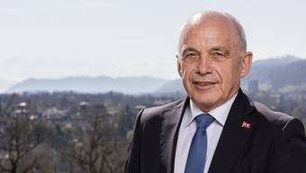 Bundespräsident Ueli Maurer auf der Terrasse vor seinem Büro im Bernerhof Bern.