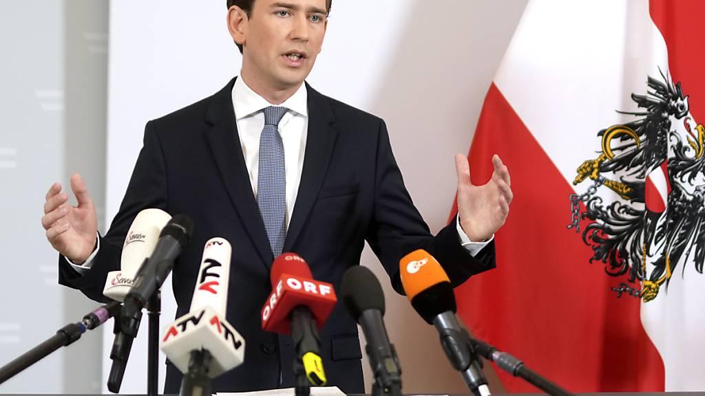 Der österreichische Bundeskanzler Sebastian Kurz (ÖVP) spricht bei einem Statement zur Regierungskrise. Foto: Georg Hochmuth/APA/dpa