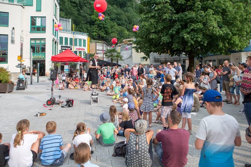 Artisten zeigen ihr Können am Buskers Festival in Vaduz (Archivbild).