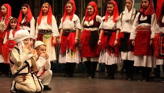 Auch albanische Kinder waren auf der Bühne im Zentrum Bärenmatte.