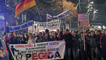 """Befürchten eine """"Islamisierung"""": Demonstranten in Dresden"""