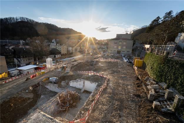 Um das denkmalgeschützte Schulhaus Burghalde 1 (im Hintergrund) entstehen unter anderem zwei Neubauten.