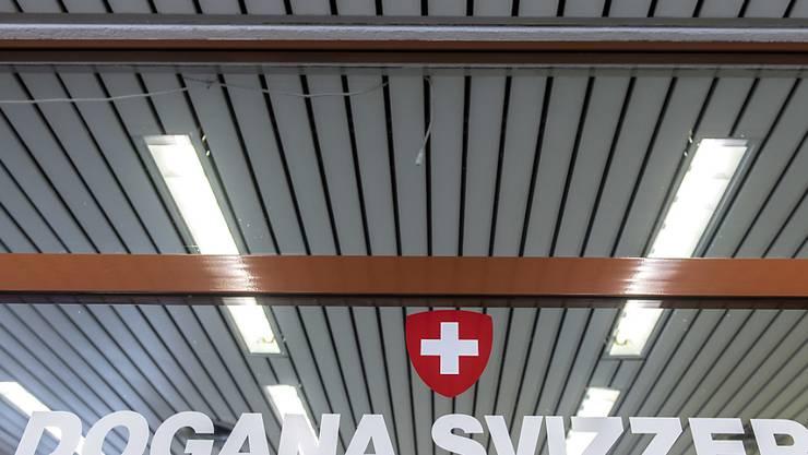 Während Italien die Grenzen per 3. Juni wieder öffnen will, wartet die Schweiz die weitere Entwicklung ab und hält die Grenze zu Italien bis auf weiteres geschlossen. (Archivbild)