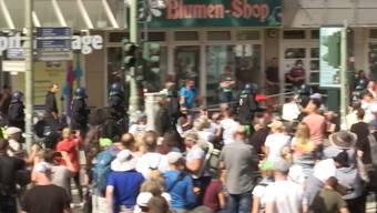 Zehntausende Menschen versammelten sich am Samstag in Berlin um gegen die Corona-Politik zu demonstrieren.