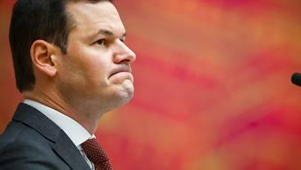 Gemäss einer repräsentativen Umfrage ist eine klare Mehrheit der Genfer Stimmbürgerinnen und Stimmbürger für einen Rücktritt des angezählten Staatsrats Pierre Maudet. (Archivbild)