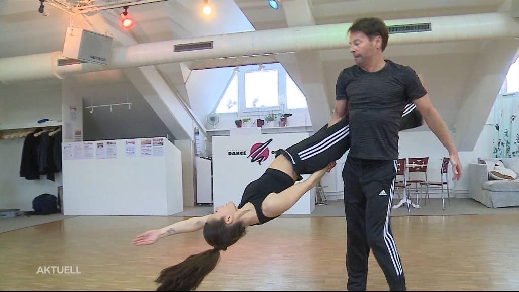 Florian Ast lernt, das Tanzbein zu schwingen