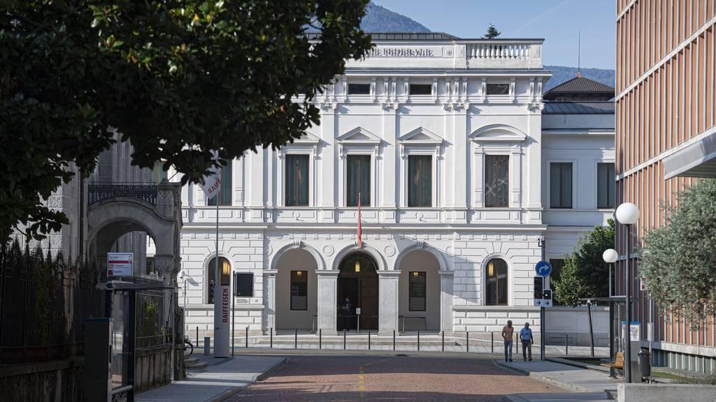 Am Bundesstrafgericht in Bellinzona hat am Dienstag der Prozess gegen Azad M. begonnen. Ihm wirft die Bundesanwaltschaft, vor IS-Mitglied zu sein.