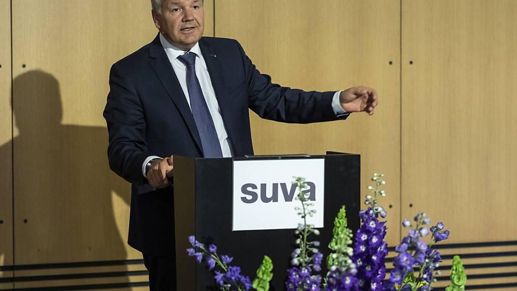 Die Hausse an den Finanzmärkten hat auch bei der Suva positive Spuren hinterlassen. Im Bild: Felix Weber, Vorsitzender der Geschäftsleitung, bei der letzten Bilanzmedienkonferenz im Juni 2020 (Archivbild)