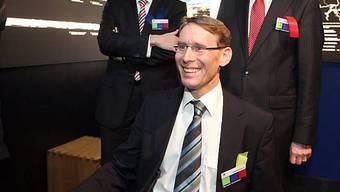 Bernard Guillelmon (M), CEO der BLS AG, eröffnet einen der drei neuen Bahnsimulatoren