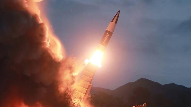 Der japanische Fernsehsender NHK hat sich für eine Falschmeldung über einen Raketenabschuss in Nordkorea entschuldigt. (Symbolbild)