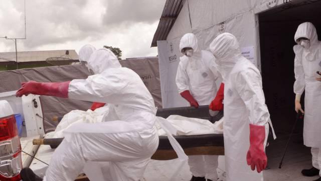 Ebola-Helfer in der Nähe von Liberias Haupstdt Monrovia