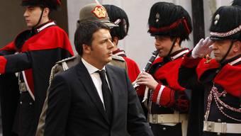 Der neue Regierungschef Renzi vor seinem Amtssitz Palazzo Chigi