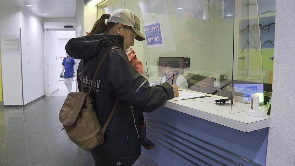 Mit Maske: Patienten dürfen wieder Besucher empfangen