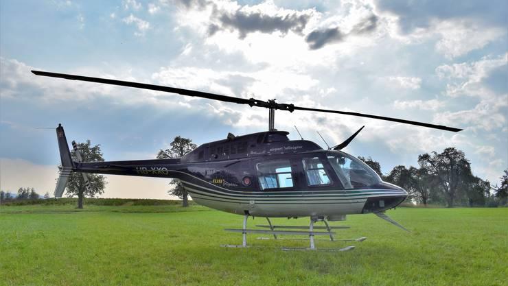 """Mit diesem Helikopter des Typs """"Bell 206 Jet Ranger"""" werden Gäste der Gewerbeausstellung herumgeflogen."""