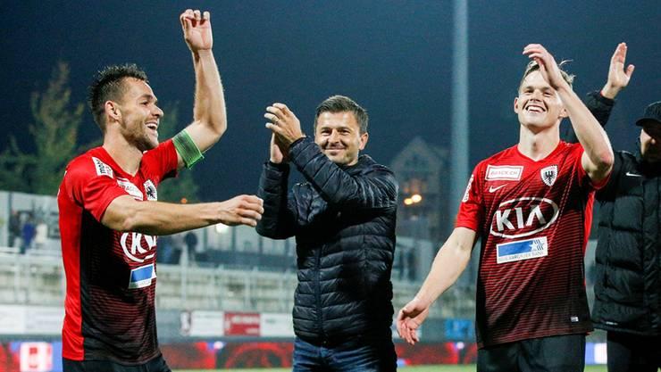 Jubeln Trainer Jurendic (2. v. l.) und seine Spieler auch nach dem Heimspiel gegen Winterthur?