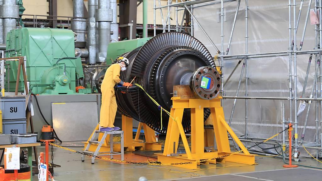 Demontage einer Turbine im Maschinenhaus des AKW Mühleberg.