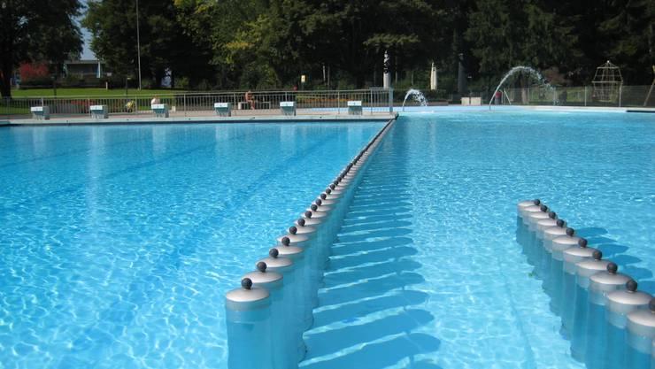 Einladende Abkühlung im Hitzesommer: Im Freibad Zwischen den Hölzern, das von der Stadt Zürich betrieben wird, waren bis zum Ende der Sommerferien 48 345 Eintritte verkauft worden.