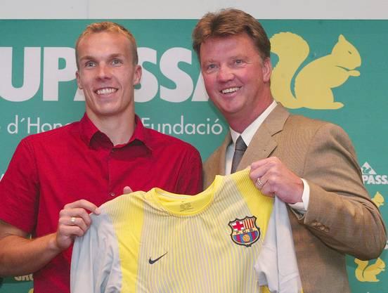Der Anfang vom Ende: Robert Enke unterschreibt beim FC Barcelona. Damaliger Trainer: Louis van Gaal.