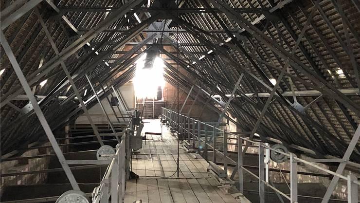 1888 wurde der bis dahin hölzerne mittelalterliche Dachstuhl des Basler Münsters durch Stahlträger ersetzt.
