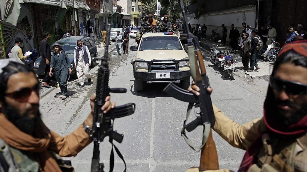 Gut 100 afghanische Journalisten bitten international um Hilfe