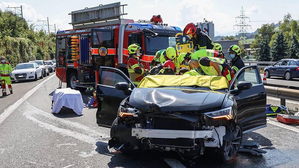 Sechs Personen bei schwerem Unfall auf A4 verletzt