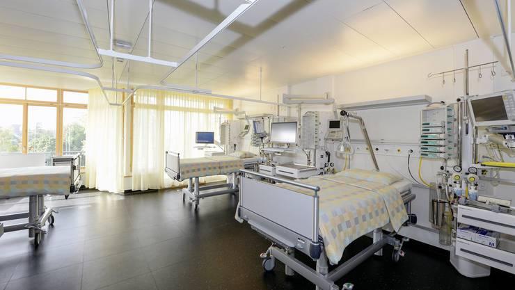 Ein Bettenzimmer im modernen Herzzentrum des Universitätsspitals Zürich.
