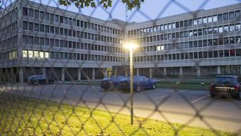 Der Bundesrat will die Stellen, die er 2015 befristet für die Terrorbekämpfung geschaffen hat, unbefristet weiterführen. Davon profitiert unter anderem der Nachrichtendienst des Bundes (NDB), der sich am Sitz des Departements für Verteidigung, Bevölkerungsschutz und Sport (VBS) in Bern befindet.