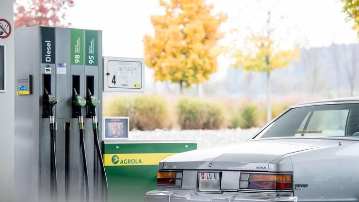 Ein Tankstellenshop war das Ziel eines Raubüberfalls.  (Archivbild)