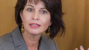 Bundesrätin Doris Leuthard mahnt, der Verkehr auf den Flughäfen Genf und Zürich stosse an die Kapazitätsgrenzen (Archiv).