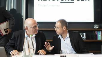 Der erste Auftritt von Ueli Eckstein als Verwaltungsratspräsident von Keystone-SDA (links), neben seinem neuen Vize Matthias Hagemann (rechts).