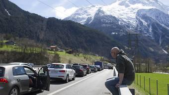 Das erwartete Bild zu Pfingsten: Stau vor dem Gotthard in Richtung Süden (Archiv).