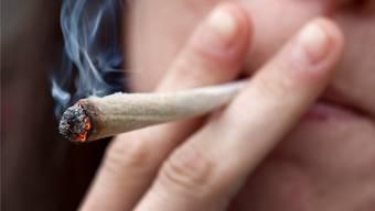 Das Winterthurer Stadtparlament pocht auf einen Pilotversuch zur kontrollierten Abgabe von Cannabis. (Symbolbild)